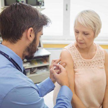 Vacunarse contra la gripe aumenta las defensas frente al covid-19