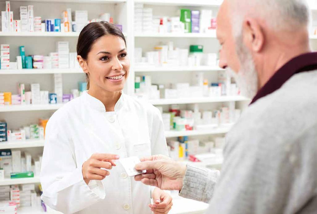 farmacéutica y paciente en farmacia